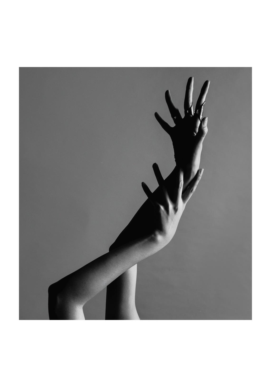yen_hands